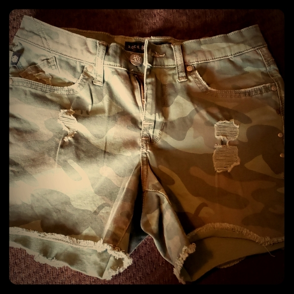 Rock & Republic Pants - Distressed Camo shorts